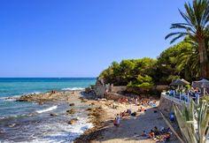 Het rots en kiezel #strand l´Andragó in #Moraira. Prachtig zicht, gezellig terrasje en doorgaans rustig.