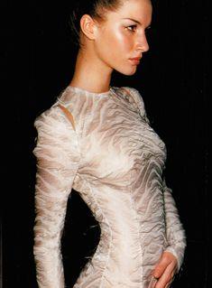 flauwz:  spunkh:  larastonesbitch:  Gisele Bundchen by Mario Testino for Atelier Versace, Spring/Summer 1999  x    Celebs, fashion and models. X