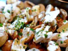 Garlic mushrooms with brie, new potatoes and bacon from the oven Portobello, Tapas, Vegetarian Recipes, Healthy Recipes, Go For It, Oven Dishes, Dutch Recipes, Brie, One Pot Meals
