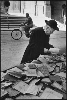 Leonard Freed, Napoli 1956 -- via trozzula Vintage Photographs, Vintage Photos, Leonard Freed, Italian People, Vintage Italy, Free Photography, Famous Photographers, Nostalgia, Black And White Photography
