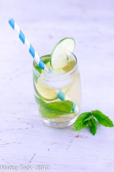 Each time a decanter of beer is feeling fat inside the pup days of summer months, look for the minty goodness regarding a original mojito which will help you. Vodka Mojito, Mojito Cocktail, Mojito Recipe, Summer Cocktails, Mojitos, Raspberry Vodka, Strawberry Mojito, Smoothie Drinks, Smoothies