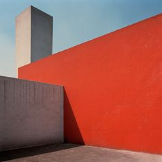 In 1988 and 1990 I photographed the complete work of mexican architect Luis Barragán. The photographs were published in the monograph 'Luis Barragán – the Eye Embodied' (2006), in coll. with Wim vd Bergh (text-drawings) and Reynoud Homan (book design).