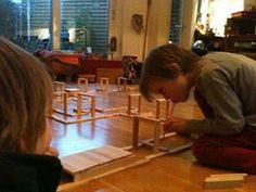 balletjesblaasbaan (kapla, rietje, balletje) Hier thuis. Prachtwerk ook voor in #clubGRONDIG, of in de klas. Bouwen, testen, blazen, richten, aanpassen, verbeteren, moeilijkheidsgraad inschatten, doorzetten en hup naar het volgende level: bouwen, testen, enz. spelen #leren #denken Waldorf Kindergarten, Activities For Kids, Crafts For Kids, Bob The Builder, 4 Kids, Kids Playing, Education, School, Gardens