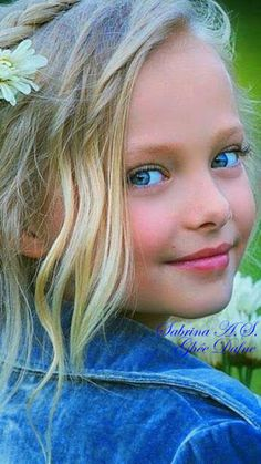 The most beautiful children in the world Beautiful Little Girls, Cute Little Girls, Beautiful Children, Beautiful Eyes, Beautiful Babies, Cute Kids, Cute Babies, Kid Poses, Precious Children
