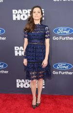 """Linda Cardellini attends the """"Daddy's Home"""" premiere in New York http://celebs-life.com/linda-cardellini-attends-daddys-home-premiere-new-york/  #lindacardellini"""