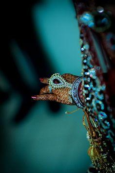 Bridal henna hands, in blue light Henna Mehndi, Hand Henna, Henna Hands, Henna Art, Mehendi, Bridal Henna, Indian Bridal, Shades Of Teal, India Fashion