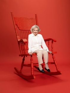 """Betty White of """"Hot In Cleveland"""" and """"The Golden Girls"""" fame is heading to reality TV. The actress serves as executive producer and ho. Old Actress, American Actress, The Wedding Singer, Betty White, Comedy Tv, Female Stars, Golden Girls, Famous Women, Vintage Beauty"""