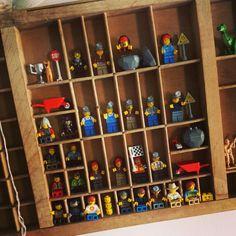Lego poppetjes in een retro letterbak # stoere slaapkamer jongen