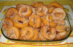 This Portuguese style fried donuts (argolinhas fritas) recipe is very easy to make and makes a great sweet snack. Cinnamon Recipes, Donut Recipes, Tart Recipes, Dessert Recipes, Cooking Recipes, Portuguese Sweet Bread, Portuguese Desserts, Portuguese Recipes, Portuguese Food