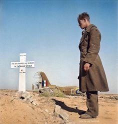 """A German soldier in WWII buries an unknown English soldier that was killed in air combat in the Egyptian desert - """"Here lies an unknown English Lieutenant killed in air combat"""". Western Desert, Egypt, Photo by George Rodger, colorized by salsifufu Ww2 Photos, Famous Photos, History Photos, Photos Du, Rare Photos, German Soldier, British Soldier, Panzer Iv, Afrika Corps"""