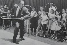 retromama:  1950s Hula Hoop vintage photo ART LINKLETTER and kids (by Christian Montone)