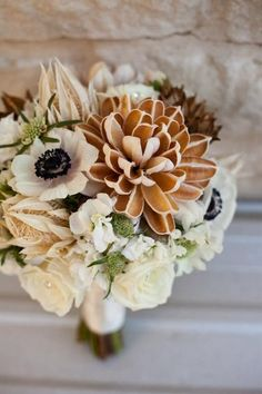 Brown and cream wedding bouquet {Haute Floral} Fall Bouquets, Wedding Bouquets, Wedding Flowers, Winter Bouquet, Bouquet Flowers, Fall Wedding Colors, Autumn Wedding, Woodsy Wedding, Decor Wedding