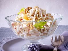 Waldorf salad this is how it's done step by step German Salads, Waldorf Salat, Cooking Recipes, Healthy Recipes, Brunch Party, Potato Salad, Food And Drink, Meals, Dinner