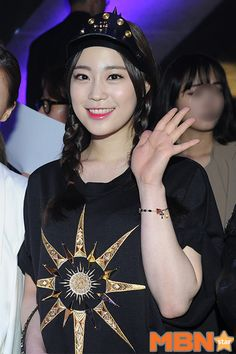 Youngji Kara Youngji, Heo Young Ji, Fashion Week 2015, Rapper, T Shirts For Women, Cute, Beauty, Seoul Fashion, Kpop