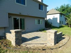 Simple Decoration of Paver Patio Ideas Behind the House with Natural Brick Design Small Backyard Patio, Diy Patio, Backyard Landscaping, Paver Stone Patio, Patio Slabs, Brick Design, Patio Design, Patio Ideas Lowes, Portable Pools