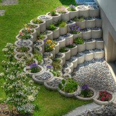 Small Backyard Landscaping Ideas and Design on a Budget # Backyard # Front . Small Backyard Landscaping Ideas and Designs on a Budget # Backyard # Front Yard # Garden Unique Garden, Diy Garden, Garden Projects, Garden Types, Mosaic Garden, Garden Edging, Outdoor Projects, House Projects, Garden Beds