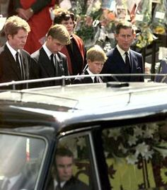 6 Sep 1997 Earl Spencer, Prince William, Prince Harry and Prince Charles watch as the coffin containing the body of Princess Diana is driven away from Westminster Abbey in a hearse for her burial . Prince Harry, Prince William And Harry, Prince Charles, Royal Princess, Princess Charlotte, Princess Of Wales, Princess Diana Funeral, Lady Diana Spencer, Queen Of Hearts