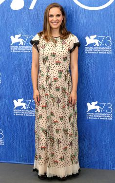 The most gorgeous gowns and prettiest dresses at the Venice Film Festival Natalie Portman, Film Festival, Pretty Dresses, Venice, Red Carpet, Short Sleeve Dresses, Celebs, In This Moment, Gowns