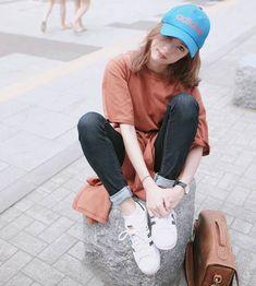 เสื้อสีพื้นแมทช์กับกางเกงยีนส์น่ารักๆ