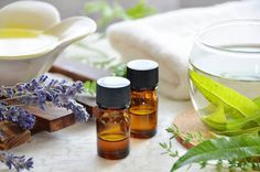 4 gestes simples pour utiliser l'aromathérapie vous sont dévoilés aujourd'hui sur le blog! Grâce à nos conseils, utilisez simplement et sereinement les he !