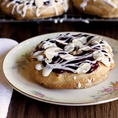Red, White and Blue Almond Pastries - Blueberry, Cherry, Almond Puff Pastries. An easy-to-make Danish. Almond Puff Pastry Recipe, Puff Pastry Recipes, Puff Pastries, Danish Pastries, Delicious Desserts, Dessert Recipes, Cake Recipes, Tasty Bites, Sliced Almonds