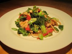 Chicken, Broccoli and Noodles in Peanut Sauce Recipe – The Lemon Bowl