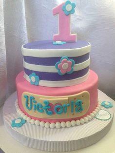 Pastel de cumpleaños Victoria Doctora Juguetes   Birthday Cake Doctor Mcstuffins   Postrería