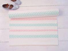 Tapis chambre bébé fille http://www.homelisty.com/tapis-chambre-bebe-29-tapis-vraiment-craquants/