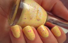 """Vernis à ongles """"effet graffiti"""" en vente ici http://www.pyramideauxbijoux.com/maquillage/vernis-a-ongles/vernis-a-ongles-effet-graffitis-1.html"""