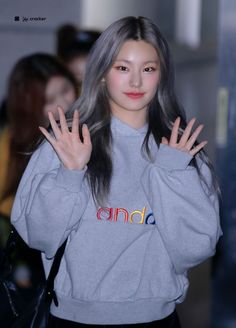 "예과 on Twitter: ""200405 #ITZY #YEJI #예지… "" South Korean Girls, Korean Girl Groups, Fandom, These Girls, Kpop Girls, Rapper, Street Wear, Girly, Graphic Sweatshirt"