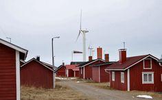 Tuulimyllyjä Hailuodon Marjaniemessä. Kuva: Juhani Turpeinen