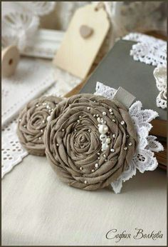 66 trendy sewing to sell ideas inspiration Cloth Flowers, Burlap Flowers, Diy Flowers, Rolled Fabric Flowers, Pretty Flowers, Textile Jewelry, Fabric Jewelry, Diy Jewelry, Burlap Crafts