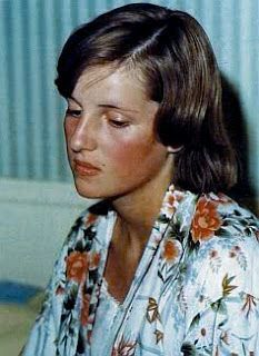 Lady Diana Spencer - Mid Teens ~~ What a transformation to take place in just a few years when the girl becomes a Princess! Lady Diana Spencer, Spencer Family, Princess Diana Family, Royal Princess, Princess Of Wales, Princesa Diana, The Heir, Prinz William, Prinz Harry