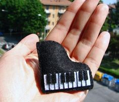 Items similar to Felt Hair Clip – Piano on Etsy piano…make into an ornament for the kids' piano teacher :] Music Ornaments, Felt Christmas Ornaments, Christmas Crafts, Piano Crafts, Music Crafts, Felted Wool Crafts, Felt Crafts, Felt Hair Clips, Music Jewelry