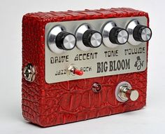 The Amplified Nation Big Bloom is a very versatile Overdrive #6stringsboutique guitar pedals