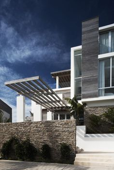 Exterior shot of Ani Villas by Lee H. Skolnick Architecture + Design Partnership. Photograph by James Wilkins.