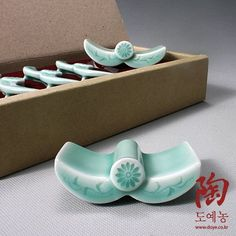 5 Celadon Green Korean Roof Tile and Chrysanthemum Flower Design Ceramic Pottery Porcelain Chopstick Spoon Rests Gift Set