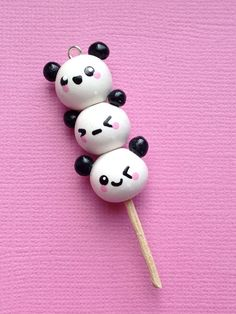 Dangos are kawaii, pandas are kawaii. panda dangos are super kawaii! Fimo Kawaii, Polymer Clay Kawaii, Fimo Clay, Polymer Clay Charms, Polymer Clay Projects, Polymer Clay Art, Clay Crafts, Kawaii Crafts, Crea Fimo
