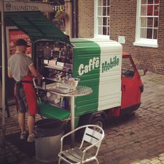 This tiny coffee truck can be found on Upper St, Islington, London Being able to navigate easily, park in small places -- even on a sidewalk and standing out for being little (!) is perhaps of more benefit than having a broad selection. Mobile Cafe, Mobile Shop, Coffee Food Truck, Mobile Coffee Shop, Mobile Food Trucks, Coffee Van, Mobile Catering, Food Vans, Food Truck Design