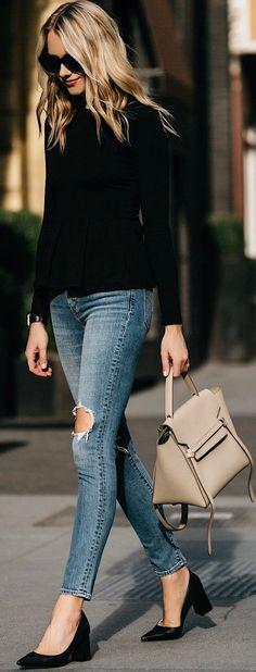Black Knit & Destroyed Skinny Jeans & Black Pumps & Beige Leather Tote Bag