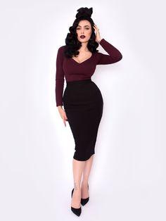 Black Marilyn Top in Oxblood – La Femme En Noir Rockabilly Mode, Rockabilly Fashion, Retro Fashion, Vintage Fashion, Pin Up Fashion, Rockabilly Dresses, Fashion Black, Punk Fashion, Lolita Fashion