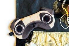 Masque de sommeil pug, carlin, chien   Masque de nuit, loup pour yeux, voyage, sieste, gros yeux par JulienEmilyDesign sur Etsy https://www.etsy.com/fr/listing/266378949/masque-de-sommeil-pug-carlin-chien