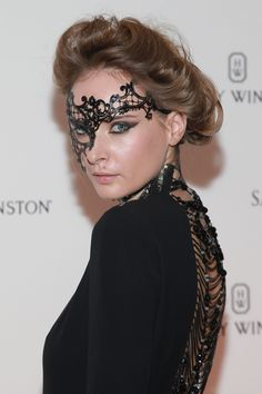 Model turned designer Olga Sorokina shut it down at the Save Venice Masked Ball with her lace mask, and there's no way I'm going to let you end your day without taking a look at it. So here you go: See wore this thing like a boss. This just might be the picture that has me officially rooting for lace-as-makeup to become an in-the-streets thing and not just something that's appropriate on Halloween. Like the bird-cage veil, it's dramatic, but it's also sexy. Alas, it is *not* acceptable to…