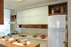Cozinha americana do apartamento decorado feito para a Construtora Goldfarb, projeto de Rosely Pardini