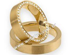 Par de Alianças de noivado e casamento em ouro amarelo 18k 750 Peso: 18 gramas O PAR Largura: 4,5 mm Altura: 1,3mm Anatômico baixo Pedras: cravejada de diamantes de 1 ponto Acabamento fosco