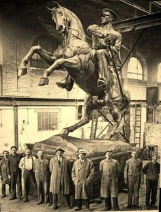 Sculptor Heinrich Krippel with the Atatürk Monument he made in cant pretend to know a great deal about Mustafa Kemal Atatürk .but who doesn't love Fry's Turkish delight! Turkish Army, The Legend Of Heroes, Great Leaders, Dope Art, New Shows, World History, Old Photos, Vintage Photos, Photo And Video