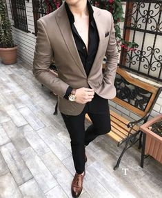 Monopetto uomo in camicie stile italiano slim fit outfits мужской Blazer Outfits Men, Mens Fashion Blazer, Mens Fashion Wear, Stylish Mens Outfits, Suit Fashion, Curvy Fashion, Fall Fashion, Fashion Trends, Formal Men Outfit