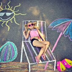 Sidewalk Chalk fun props for Summer photos! Easy sidewalk chalk ideas :) Beach time! Chalk drawing #art #chalk #fun #pictures #chalkscapes
