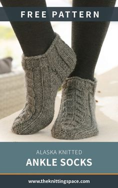 Alaska Knitted Ankle Socks [FREE Knitting Pattern] Create a set of these simply . Alaska Knitted Ankle Socks [FREE Knitting Pattern] Create a set of these simply versatile knitted a Fall Knitting Patterns, Baby Sweater Knitting Pattern, Easy Knitting Projects, Knitting For Beginners, Knitting Socks, Free Knitting, Knitting Machine, Crochet Socks, Knitting Tutorials