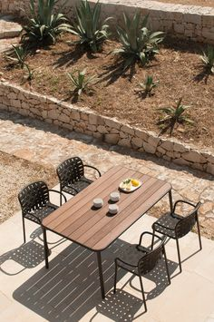 Bar tables | Gastronomy | Yard | EMU Group | Stefan Diez. Check it out on Architonic
